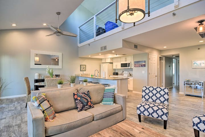 NEW! Sunny Condo w/Pool: Walk to Indian Shores BCH