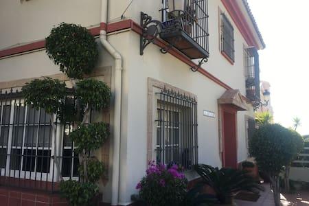 PALAZUELOS HOSTEL - Málaga - Apartment