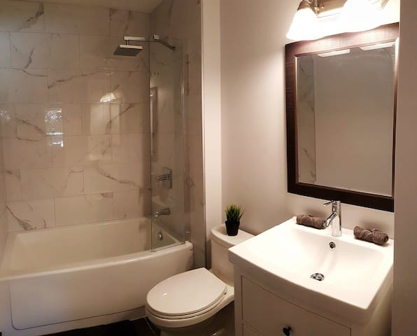 PRIVATE EN-SUITE 4PC BATHROOM comes with shampoo, conditioner, body soap, hair dryer and more!