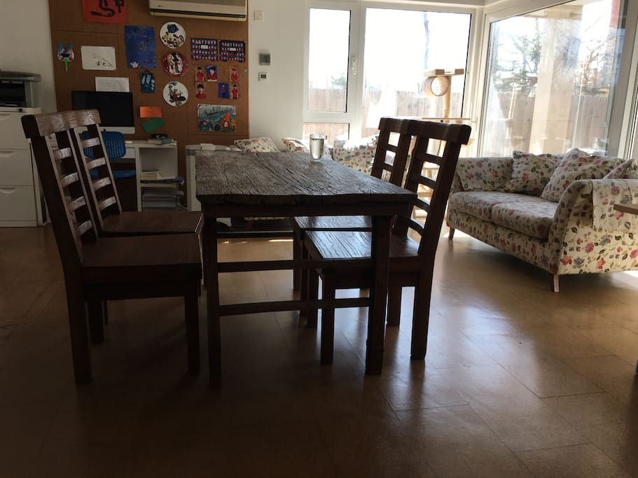 1st floor, living room, dinner table with 6 chairs, big and comfortable