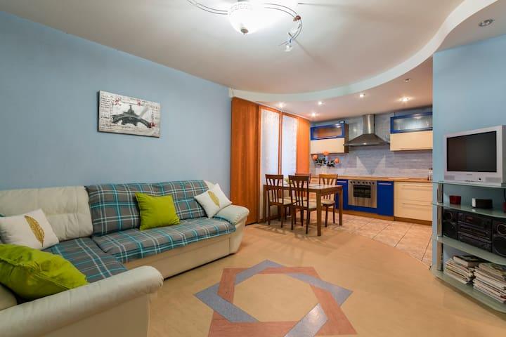 Уютная квартира 54 м. кв. - Санкт-Петербург - Appartement