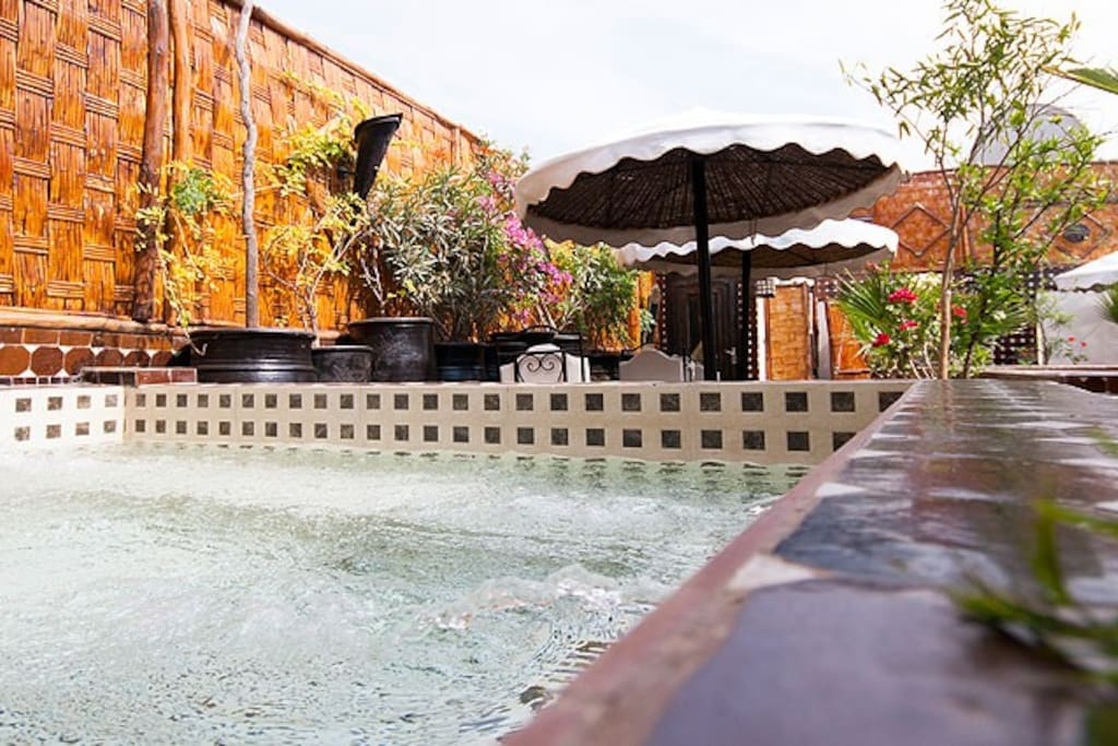 Riad Marrakech-Riad Dar Najat avec jacuzzi sur la terrace.