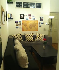 Bedroom in a 4 bedroom apartment: - queen size loft bed (super sturdy) - AC+extra fan - nice, clean, lots of storage - awesome location, Union Square: 5 mins, L-train: 1 block - fully equipped kitchen and living room, washer