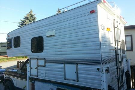 Self contained camp unit - East Wenatchee