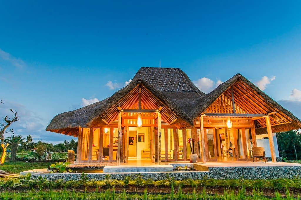 bennu house most elegant design villa in ubud h user. Black Bedroom Furniture Sets. Home Design Ideas