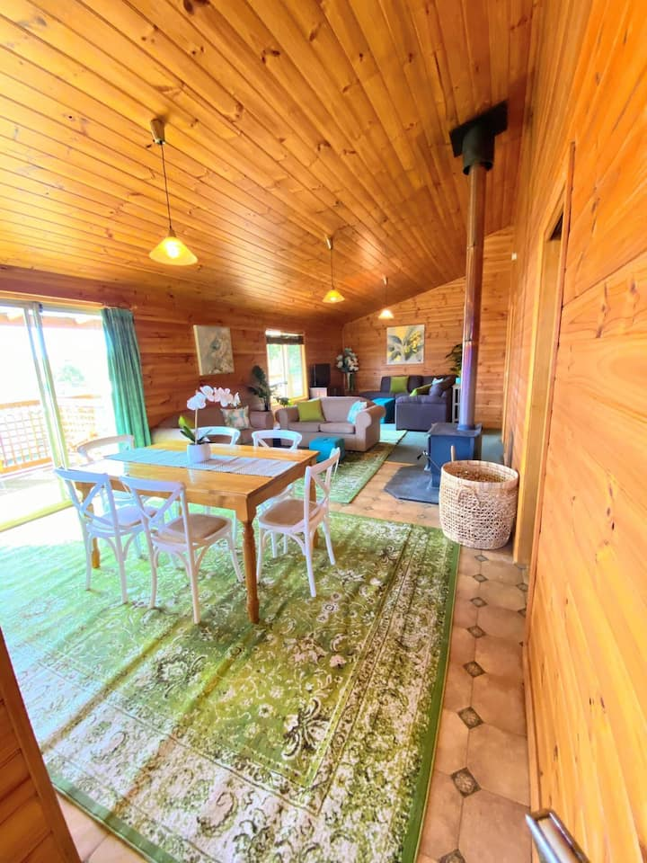 BRONTE ESTATE CHALET  *FREE WIFI*  SLEEPS 8