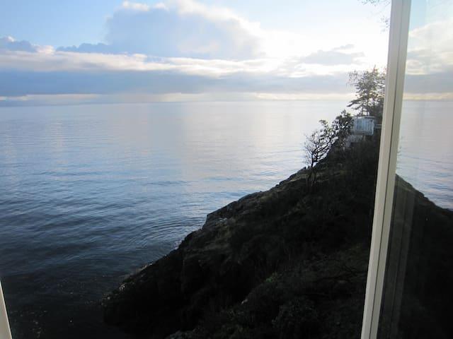 SPECTACULAR WATERFRONT VISTA - Nanaimo - Hus