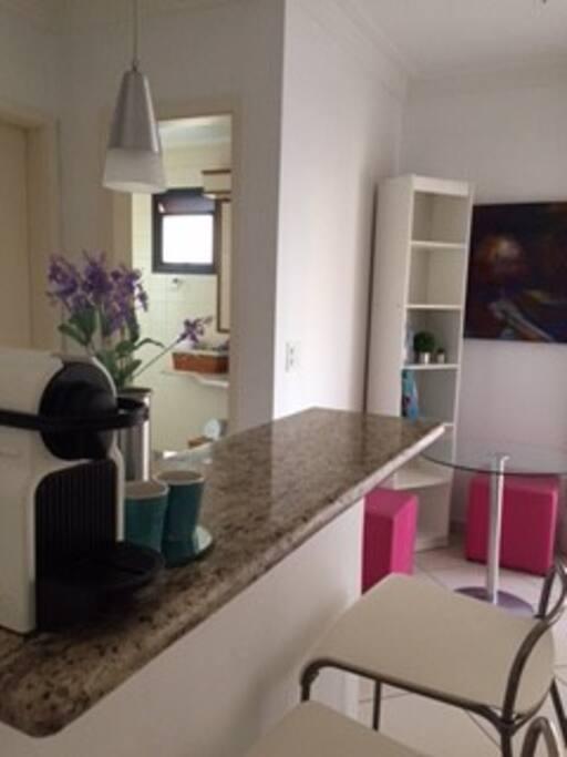 Bancada integrada sala e cozinha