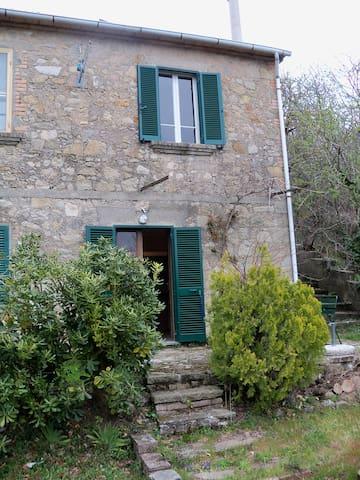 Casa con giardino su due piani - Roccatederighi
