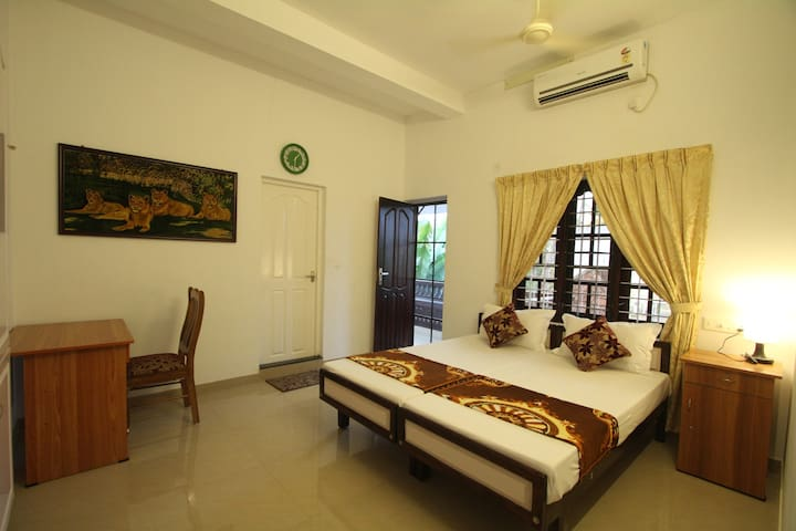 Aaron's Home Stay, AC Twin Bed room - Kochi - Huis