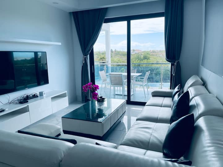 1Bed room New Condo, Gracebay, Everything near by