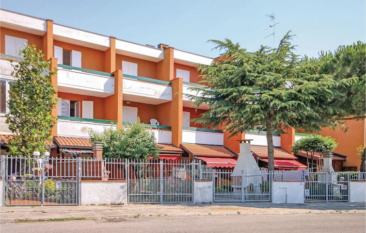 Terraced house with 2 bedrooms on 65m² in Lido delle Nazioni -FE