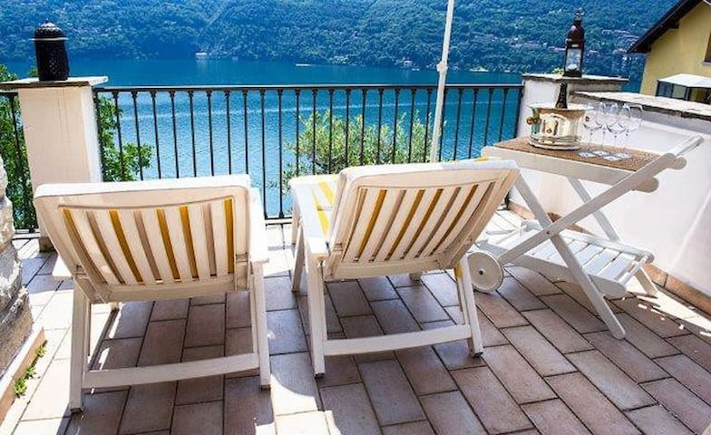 Family house, LakeComo, great view! - Carate Urio - Huis