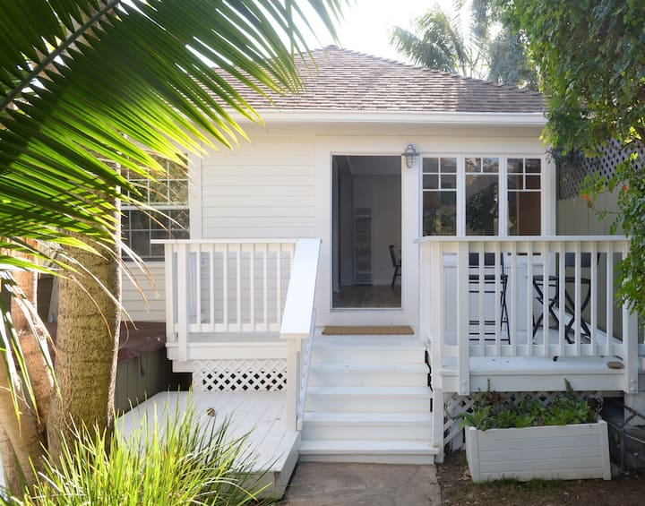Charming 2BR/2BA Cottage - Close to the Beach