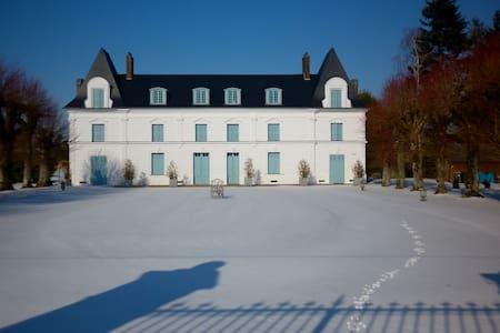 Chateau Jonquay- www.chateaudujonquay.com.au - Épreville-en-Roumois - Castelo