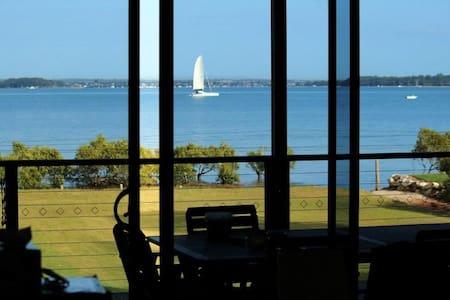 "Beachfront Home ""Asilomar"" - Macleay Island"