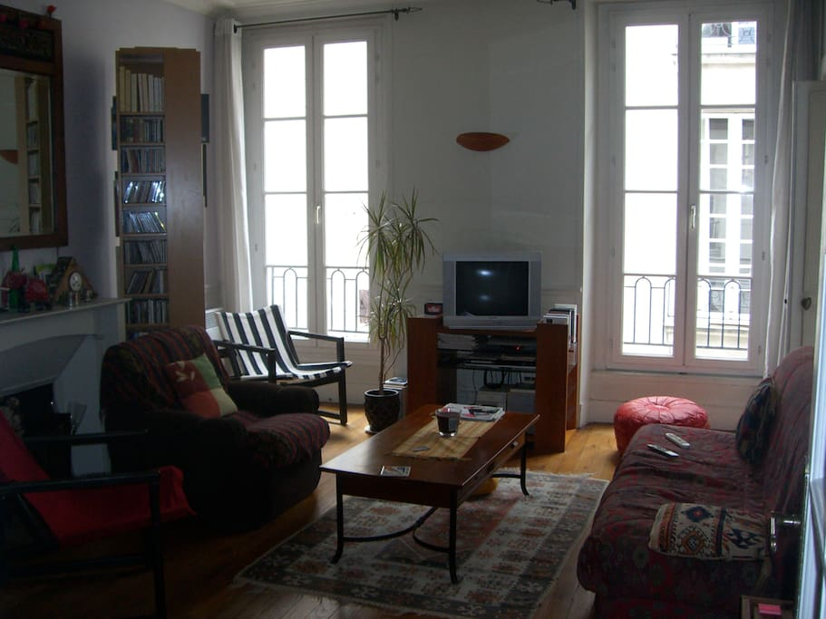 tr s bel appartement dans le marais appartements louer paris le de france france. Black Bedroom Furniture Sets. Home Design Ideas