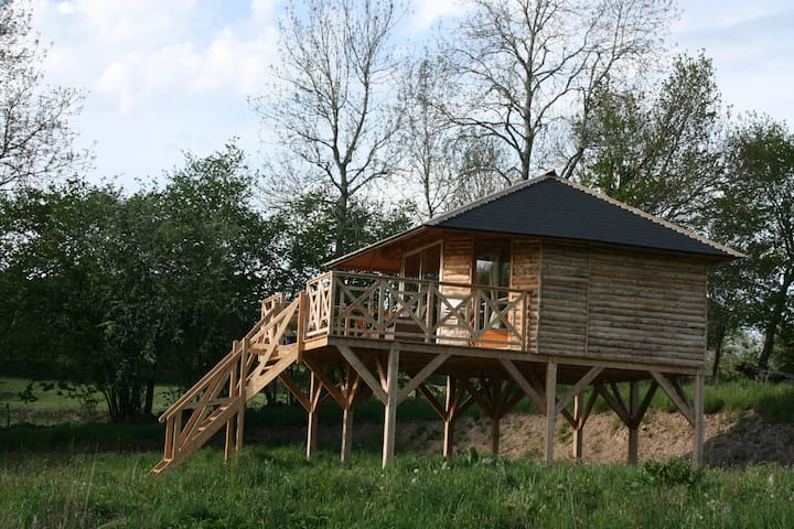 chalet bois sur pilotis cottages for rent in la villetelle limousin france. Black Bedroom Furniture Sets. Home Design Ideas