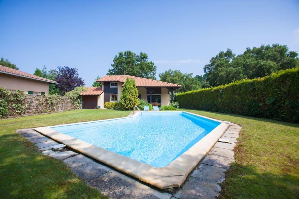 Villa seignosse piscine golf surf maisons louer for Villa piscine france