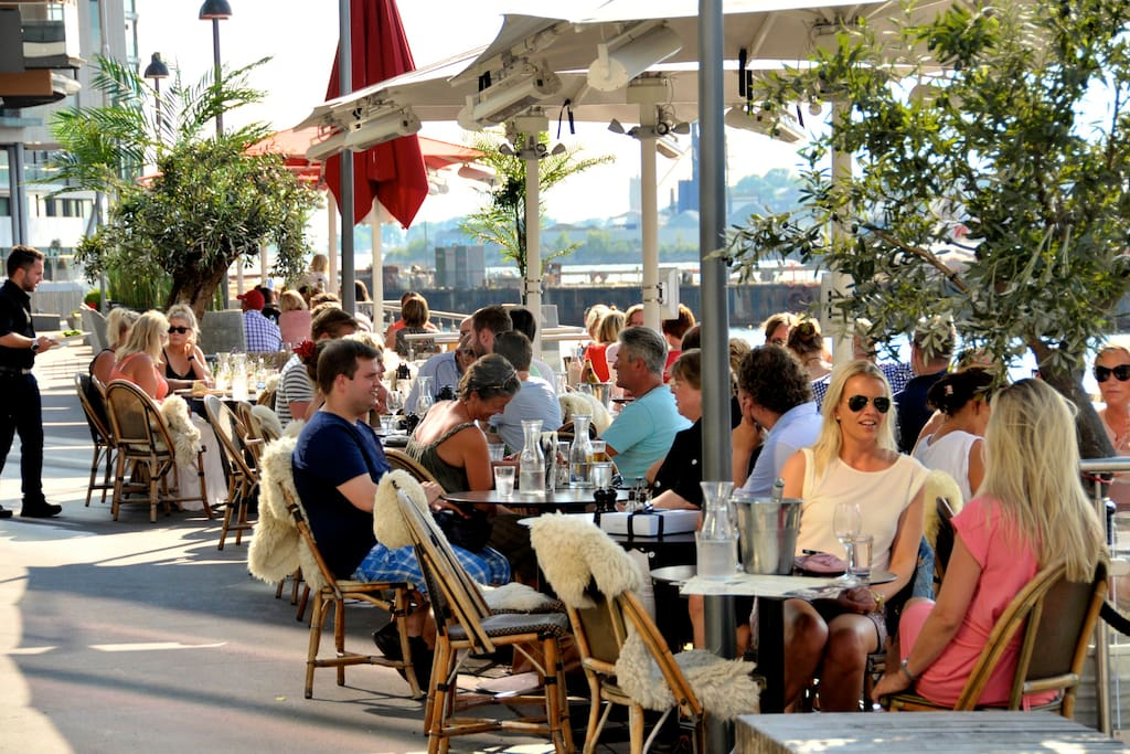 Largest concentration of upmarket restaurants and bars in Oslo are at Tjuvholmen.