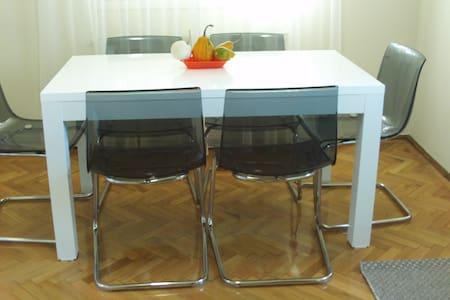 Cosy 2BD renovated house - Arad - Dom