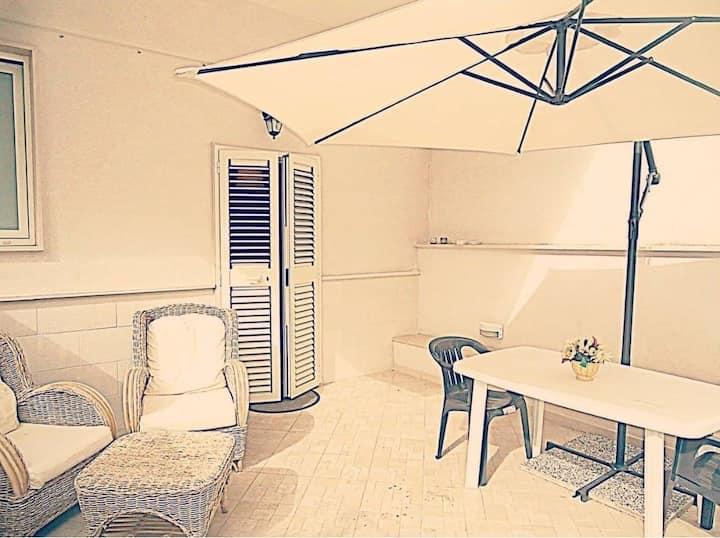 Appartamento con accesso e patio privati