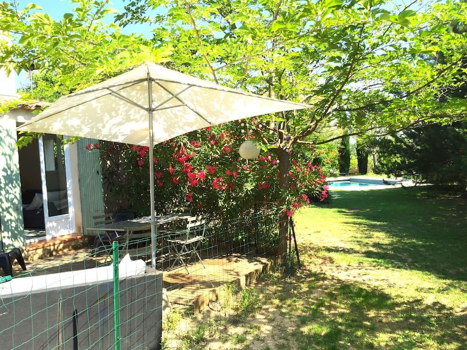 t3 piscine jardin aix en provence appartements louer aix en provence provence alpes. Black Bedroom Furniture Sets. Home Design Ideas