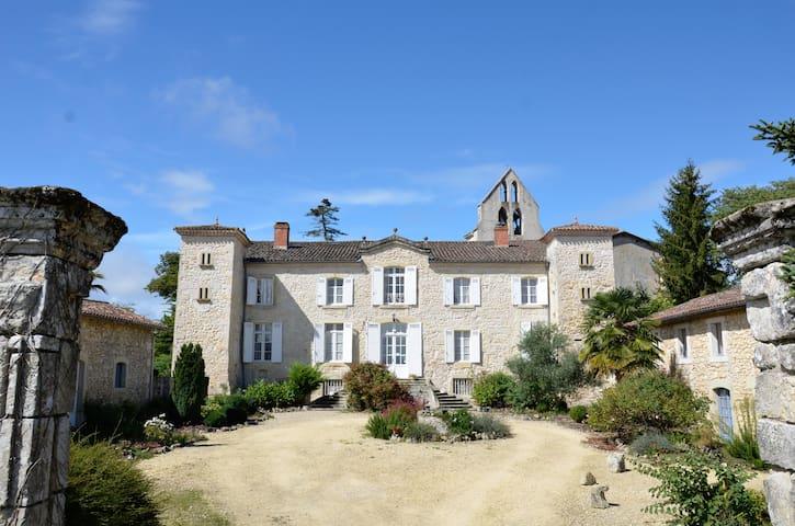 Petit chateau, piscine,  sud-ouest - Ruffiac - Hus
