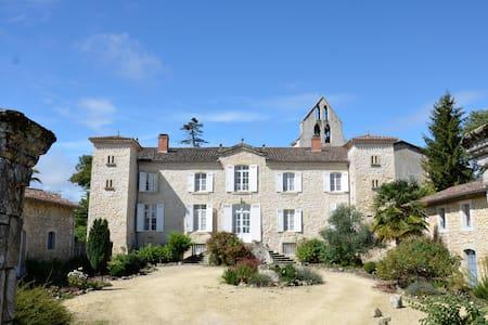 Petit chateau, piscine,  sud-ouest - Ruffiac - Casa