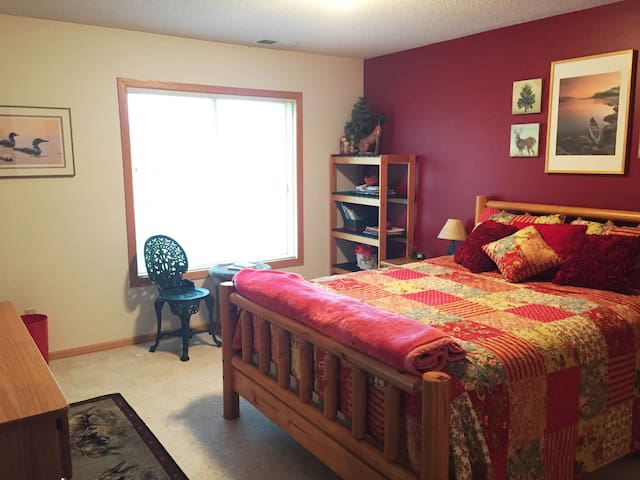 Cozy 2B/1BA Guest Apartment - Close to Mpls/StPaul