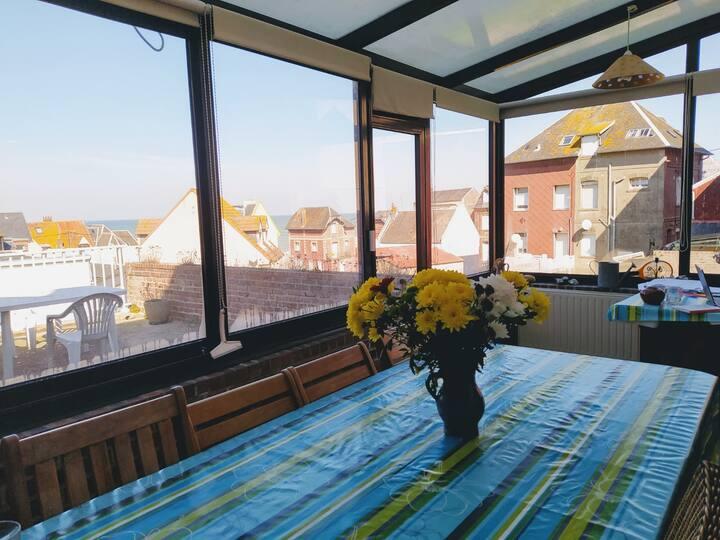 Appartement avec véranda, terrasse, vue sur la mer