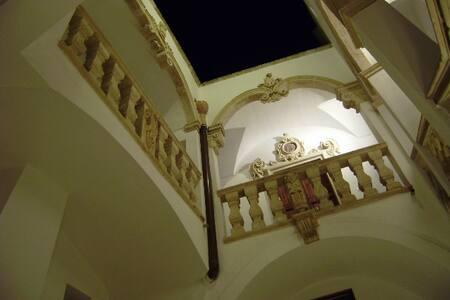 Appartamento CROCE nel Palazzo con piscina - Alessano
