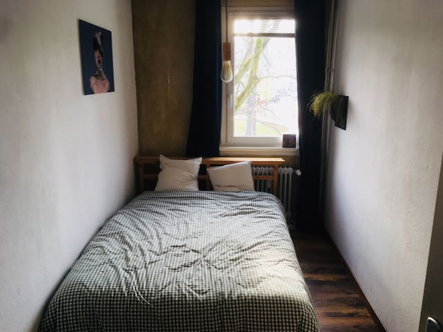 stylish small Room with double bed + living room