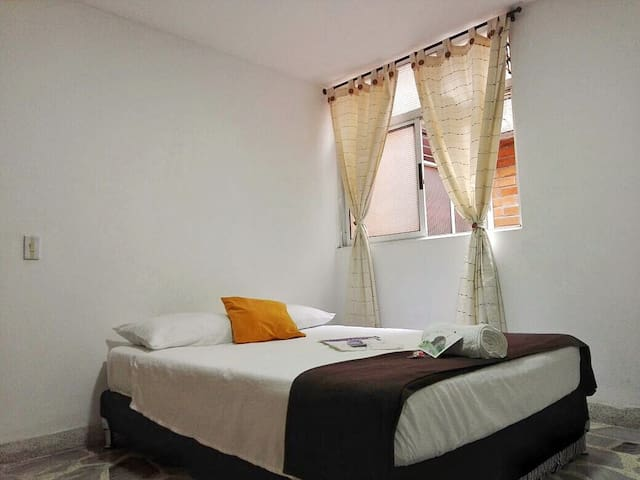 EXCELLENT ROOM PRIVATE IN 'EL POBLADO'/BATHROOM. C
