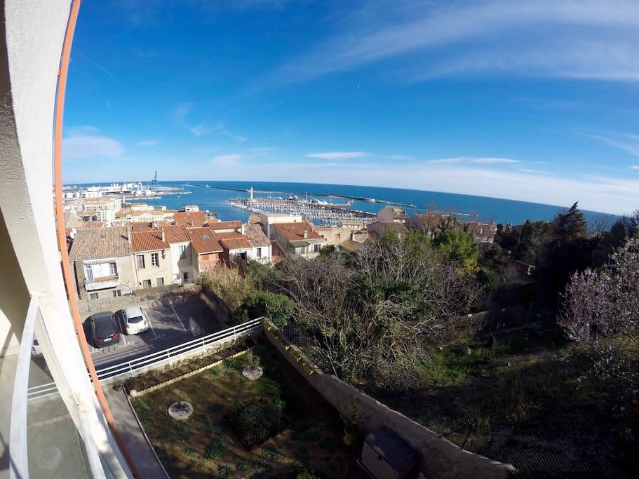 Terrasse avec vue imprenable sur le port