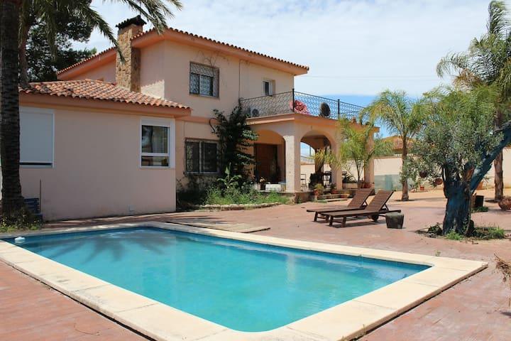 Villa nearby Valencia (14 Km) 250 sq. m. + 8 pax - L'Eliana