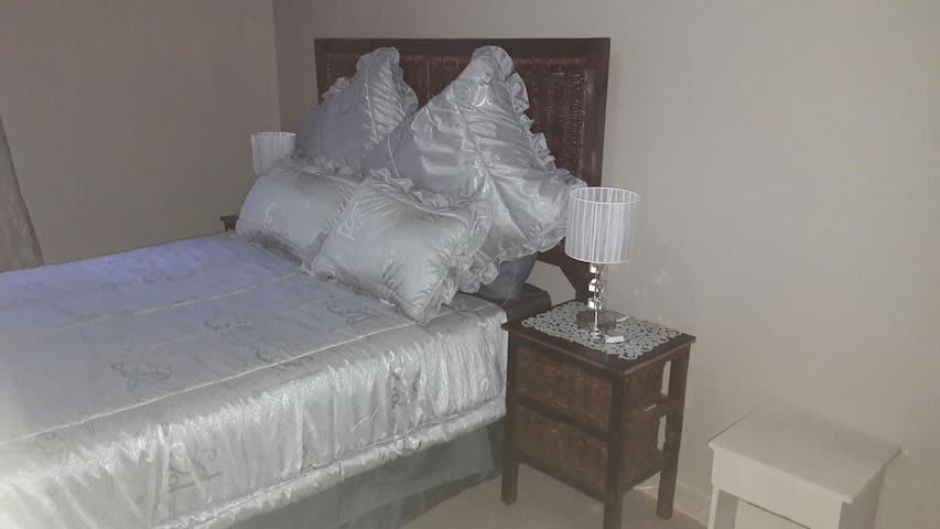 Private Room 2 ( En-suite) 32 Voortrekker road