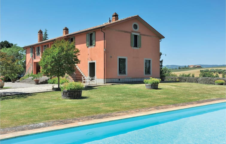 Holiday cottage with 5 bedrooms on 240m² in San Venanzo -PG-