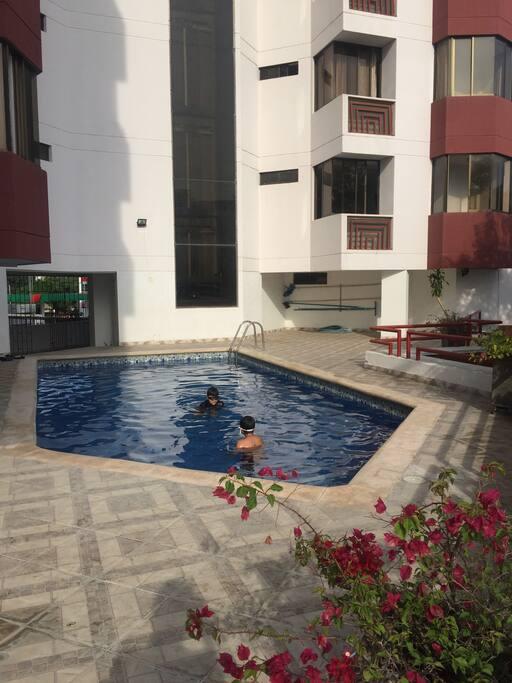 Ascensor con panorámica hacia la piscina!