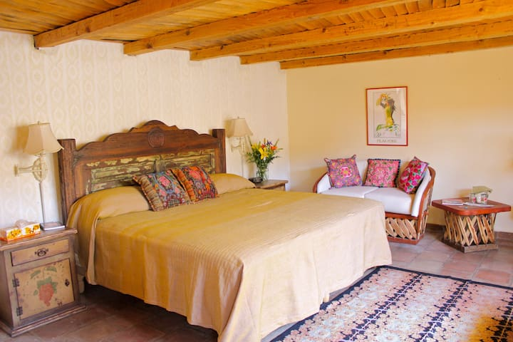 Casa de Nana Ree - Master Bedroom - Patzcuaro - Hus