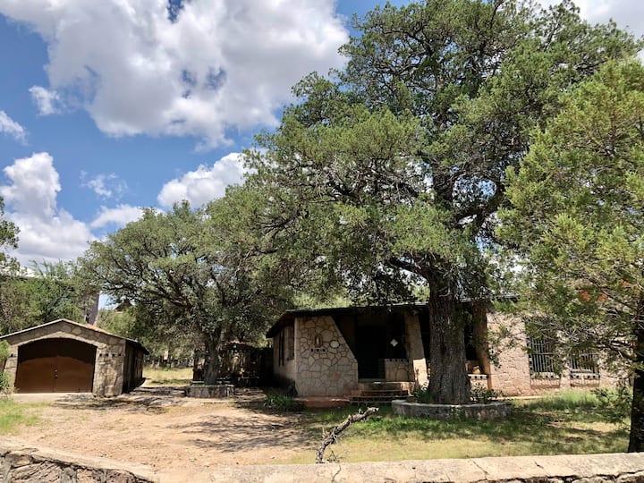 Majalca. La casa de los Encinos
