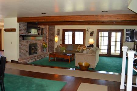 Biggest Little Inn...ideal location, happy guests! - Reno - Rumah