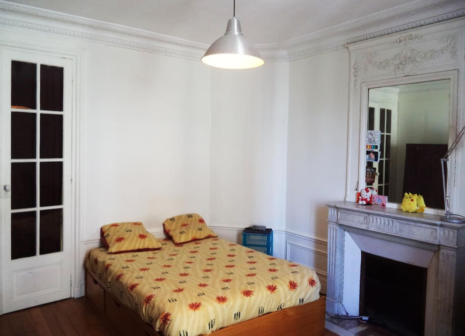 Room For Rent Near Subway Station