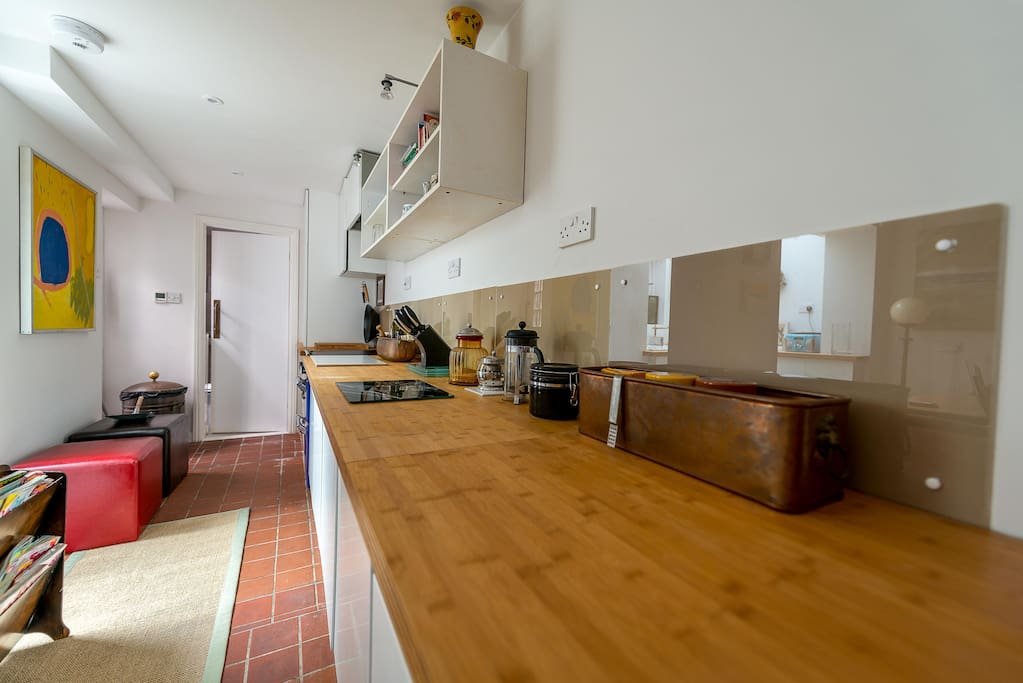 Fully equipped kitchen inc fridge, freezer, oven, micro & w/machine