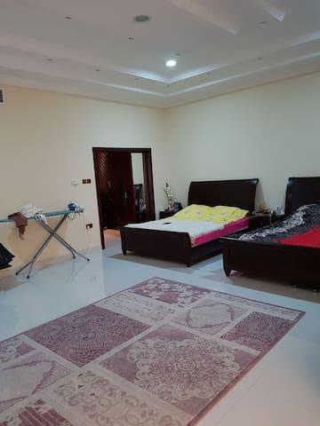 BED SPACE FOR LADYS IN VILLA - Dubai - Rumah