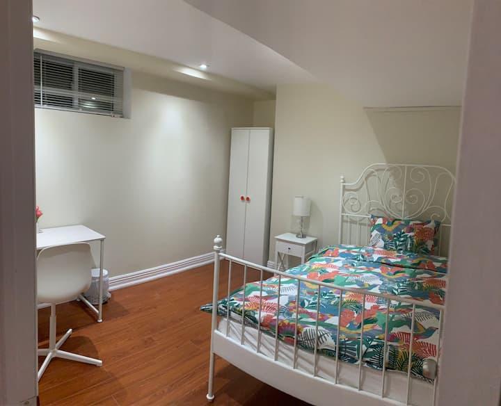 A lovely private bedroom in hi-celing basement