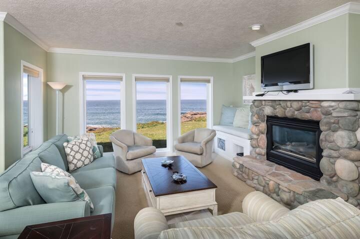 Seascape: 2Bdrm Oceanfront Condo & Cozy Fireplace
