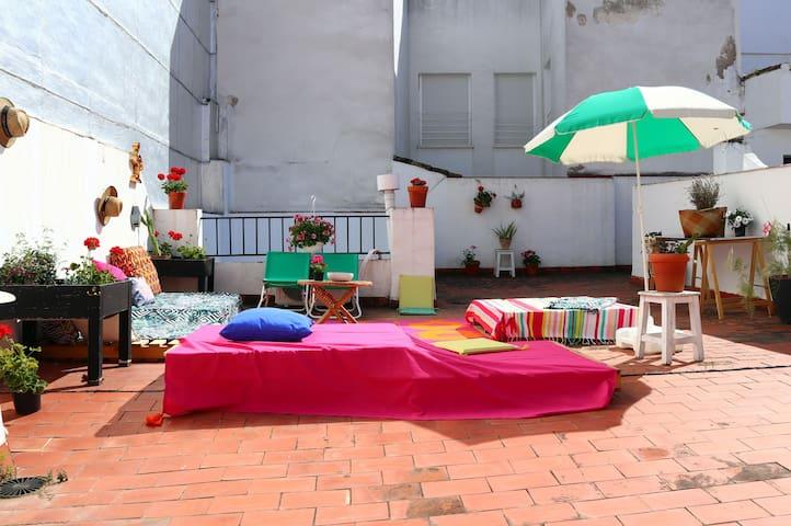 Piso con patio y gran terraza( 00686 )
