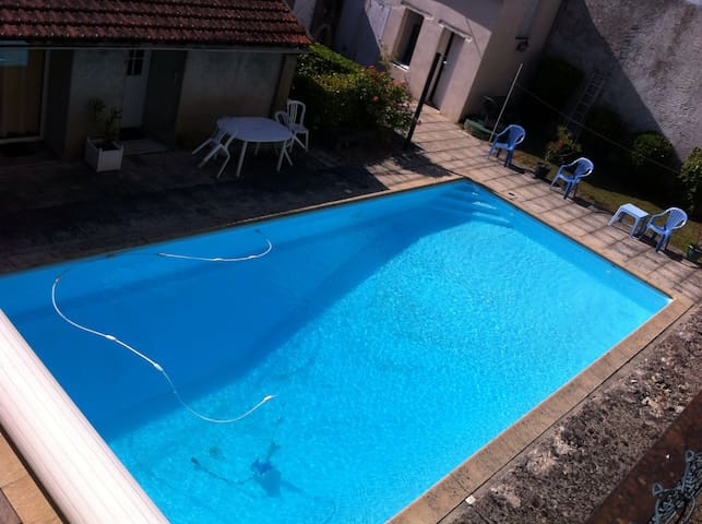 T2 standing vue piscine privative - Moulins - Leilighet