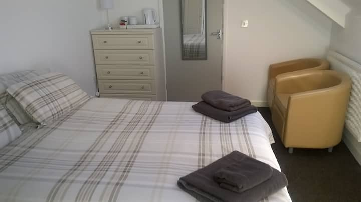 En suite bedroom near city centre & uni SR2 2